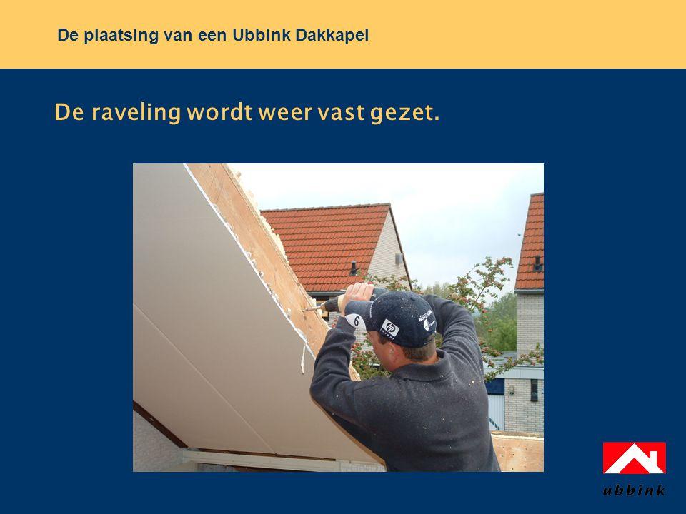 De plaatsing van een Ubbink Dakkapel De raveling wordt weer vast gezet.