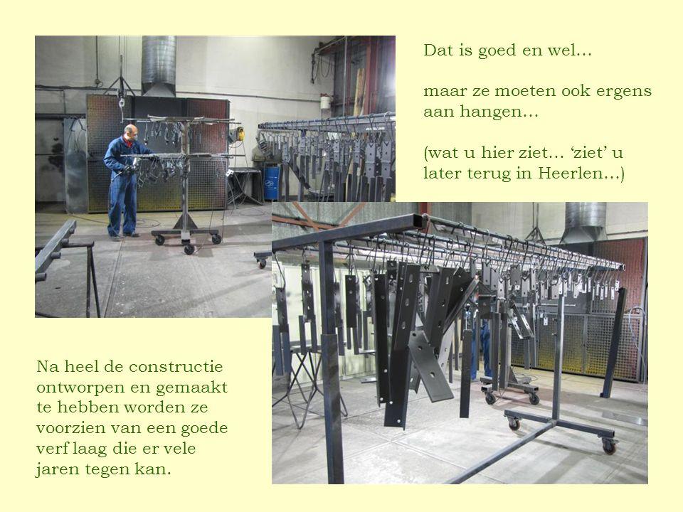 Dat is goed en wel… maar ze moeten ook ergens aan hangen… (wat u hier ziet… 'ziet' u later terug in Heerlen…) Na heel de constructie ontworpen en gemaakt te hebben worden ze voorzien van een goede verf laag die er vele jaren tegen kan.