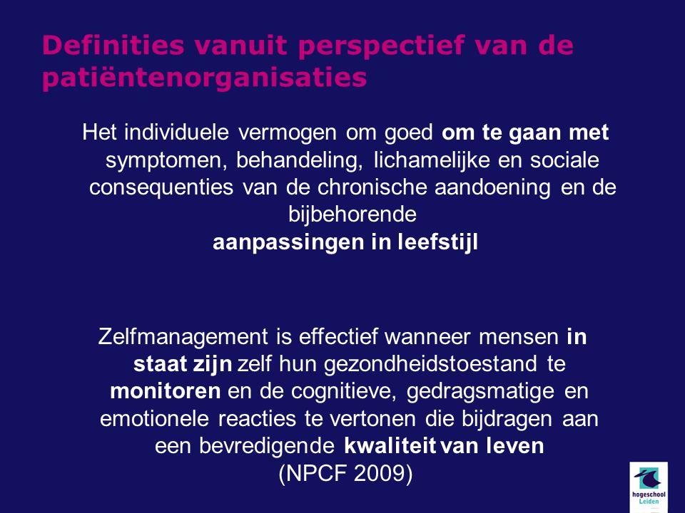 Definities vanuit perspectief van de patiëntenorganisaties Zelfmanagement is effectief wanneer mensen in staat zijn zelf hun gezondheidstoestand te monitoren en de cognitieve, gedragsmatige en emotionele reacties te vertonen die bijdragen aan een bevredigende kwaliteit van leven (NPCF 2009) Het individuele vermogen om goed om te gaan met symptomen, behandeling, lichamelijke en sociale consequenties van de chronische aandoening en de bijbehorende aanpassingen in leefstijl