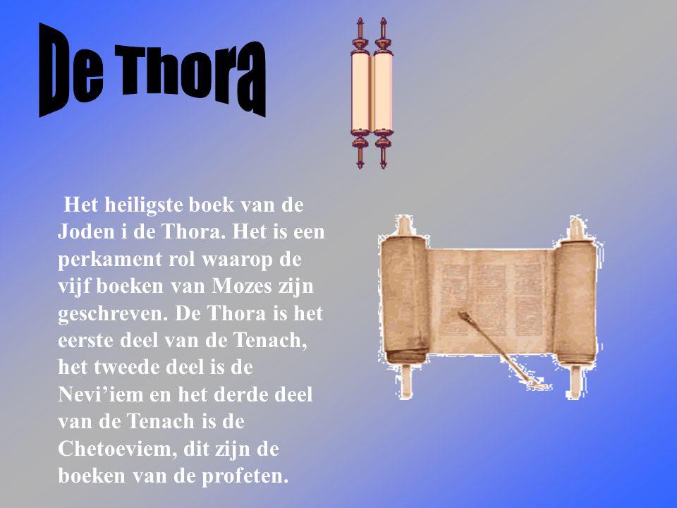 Het heiligste boek van de Joden i de Thora.