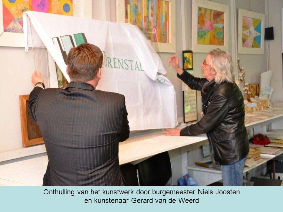 Onthulling van het kunstwerk door burgemeester Niels Joosten en kunstenaar Gerard van de Weerd