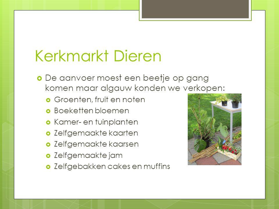 Kerkmarkt Dieren  De aanvoer moest een beetje op gang komen maar algauw konden we verkopen:  Groenten, fruit en noten  Boeketten bloemen  Kamer- e