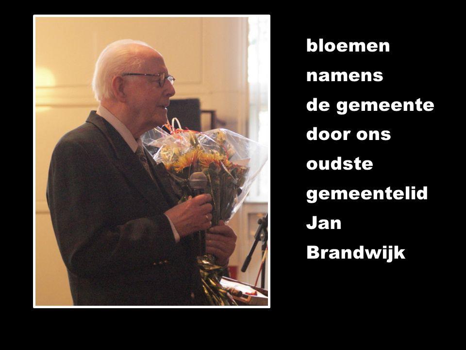 bloemen namens de gemeente door ons oudste gemeentelid Jan Brandwijk