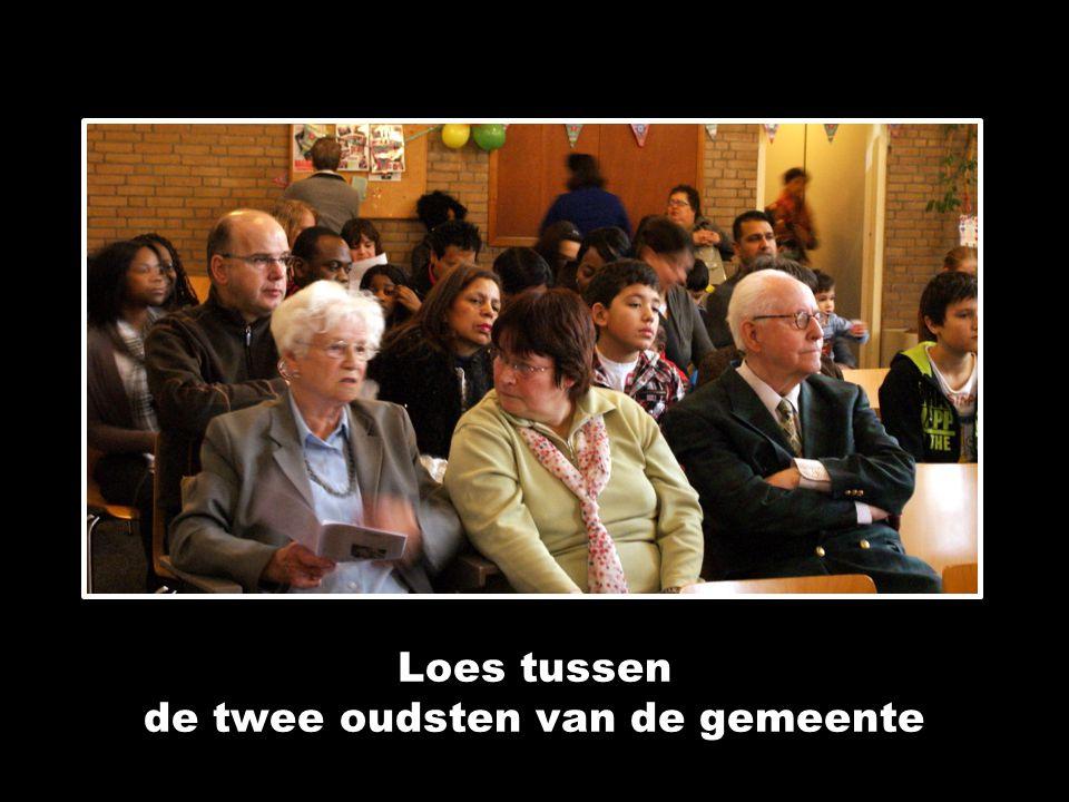 Loes tussen de twee oudsten van de gemeente