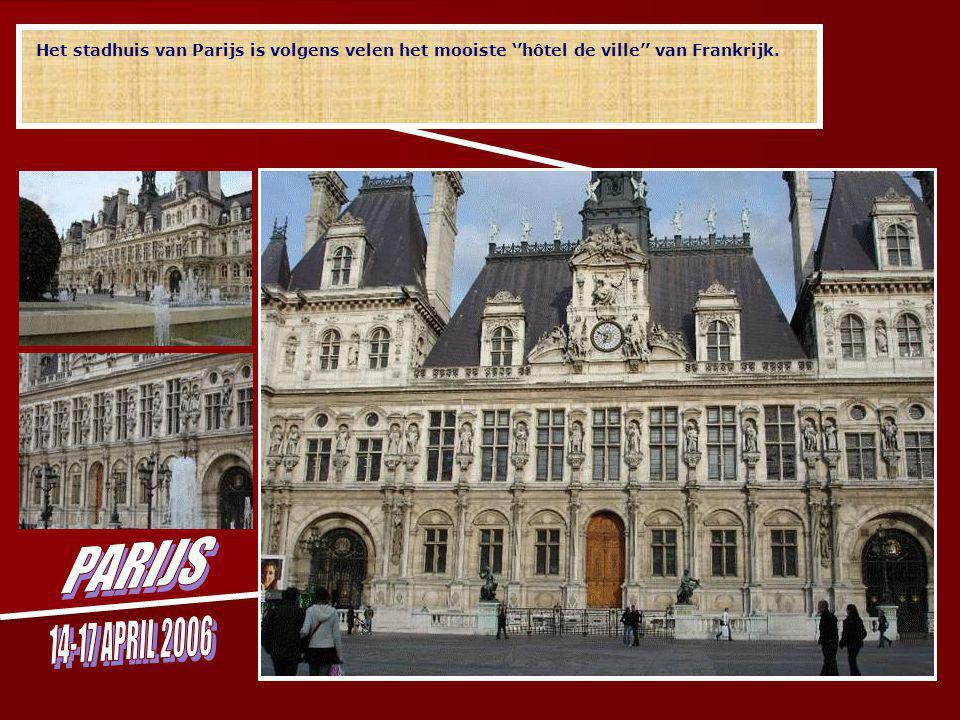 Het boek De Klokkenluider van de Notre Dame dat Victor Hugo schreef, speelt zich bijna volledig af in de kathedraal en gaf de Notre Dame de Paris wereldbekendheid.