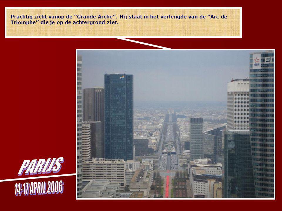 ''La Grande Arche'' heeft een hoogte van 110 meter (zo hoog dat de Notre Dame erin zou passen), een lengte van 108 meter en een breedte van 112 meter.
