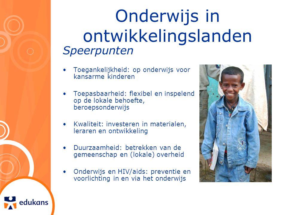 Onderwijs in ontwikkelingslanden Speerpunten Toegankelijkheid: op onderwijs voor kansarme kinderen Toepasbaarheid: flexibel en inspelend op de lokale