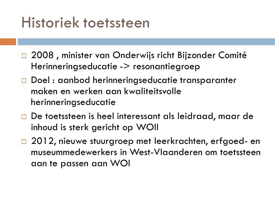 Historiek toetssteen  2008, minister van Onderwijs richt Bijzonder Comité Herinneringseducatie -> resonantiegroep  Doel : aanbod herinneringseducati