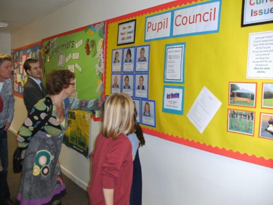 Opvallende dingen in het Schotse onderwijs Schooluniformen…. Volle, drukke klassen…. ( Warme) lunch op school voor € 1,50…. Pupil council (lln raden)