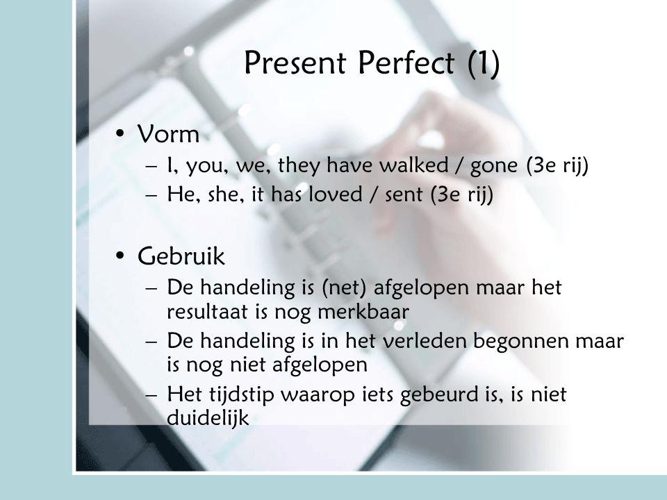 Present Perfect (1) Vorm –I, you, we, they have walked / gone (3e rij) –He, she, it has loved / sent (3e rij) Gebruik –De handeling is (net) afgelopen