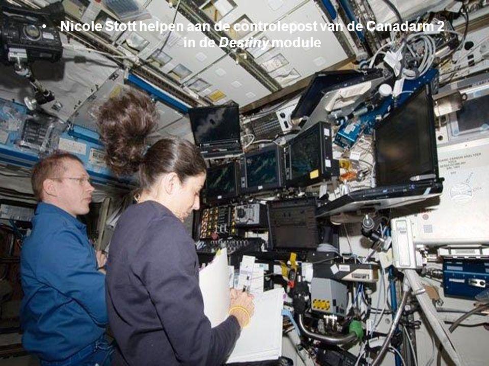 Volop aan het werk in de Destiny module