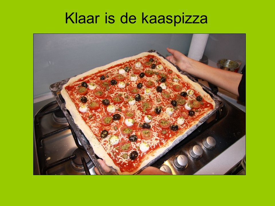 Klaar is de kaaspizza