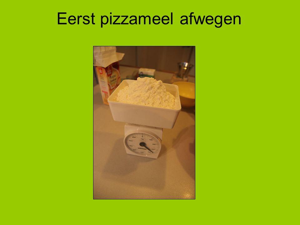 Eerst pizzameel afwegen