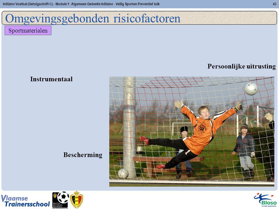Initiator Voetbal (Getuigschrift C) - Module 1: Algemeen Gedeelte Initiator - Veilig Sporten Preventief luik43 Sportmaterialen Instrumentaal Beschermi