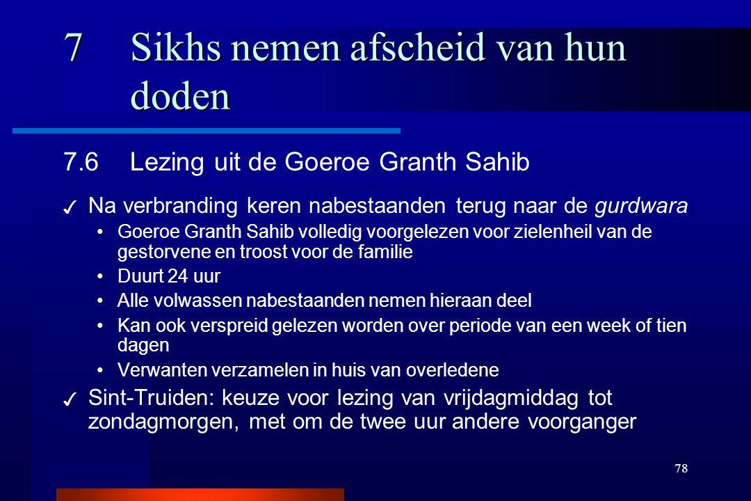 78 7Sikhs nemen afscheid van hun doden 7.6Lezing uit de Goeroe Granth Sahib ✓ Na verbranding keren nabestaanden terug naar de gurdwara Goeroe Granth S