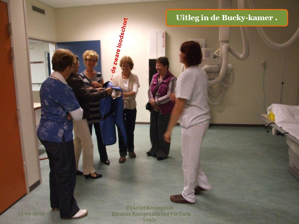 15-09-2009 ZijActief Koningslust Excursie Rontgenafdeling Vie Curie Venlo 4 ← de zware loodschort Uitleg in de Bucky-kamer.