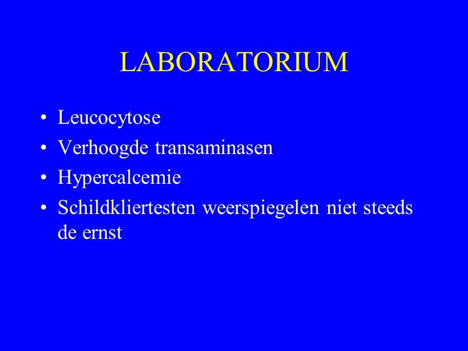 LABORATORIUM Leucocytose Verhoogde transaminasen Hypercalcemie Schildkliertesten weerspiegelen niet steeds de ernst