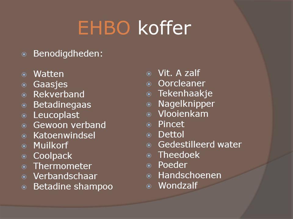 EHBO koffer  Benodigdheden:  Watten  Gaasjes  Rekverband  Betadinegaas  Leucoplast  Gewoon verband  Katoenwindsel  Muilkorf  Coolpack  Ther