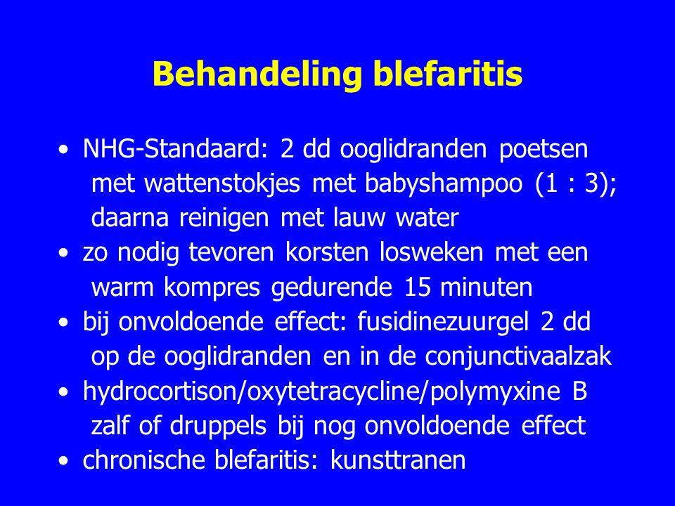 Behandeling blefaritis NHG-Standaard: 2 dd ooglidranden poetsen met wattenstokjes met babyshampoo (1 : 3); daarna reinigen met lauw water zo nodig tevoren korsten losweken met een warm kompres gedurende 15 minuten bij onvoldoende effect: fusidinezuurgel 2 dd op de ooglidranden en in de conjunctivaalzak hydrocortison/oxytetracycline/polymyxine B zalf of druppels bij nog onvoldoende effect chronische blefaritis: kunsttranen