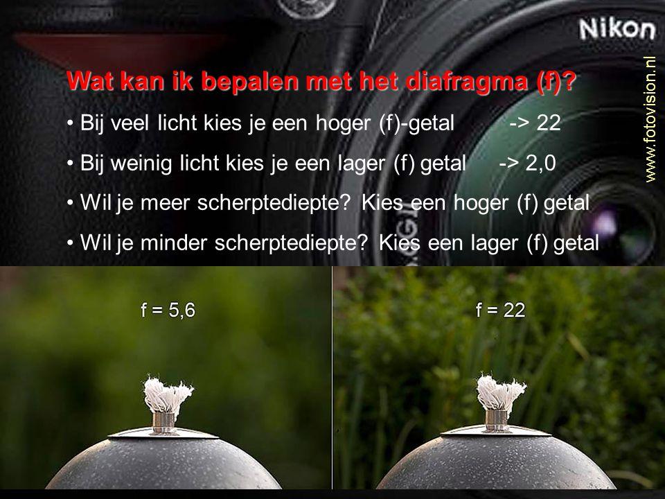 Wat kan ik bepalen met het diafragma (f)? Bij veel licht kies je een hoger (f)-getal -> 22 Bij weinig licht kies je een lager (f) getal -> 2,0 Wil je