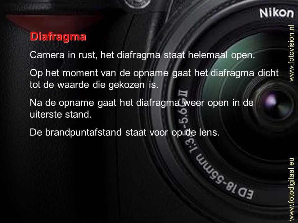 Diafragma Camera in rust, het diafragma staat helemaal open. Op het moment van de opname gaat het diafragma dicht tot de waarde die gekozen is. Na de