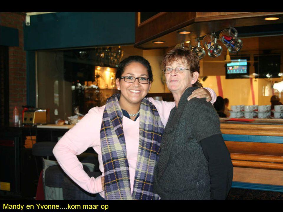Mandy en Yvonne....kom maar op