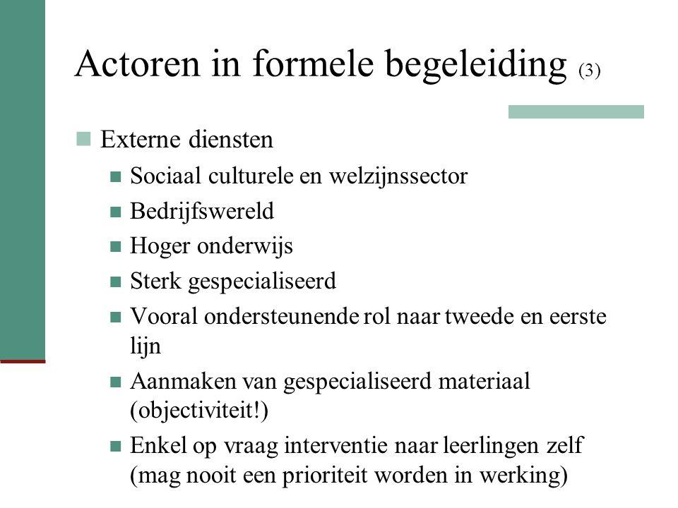 Actoren in formele begeleiding (3) Externe diensten Sociaal culturele en welzijnssector Bedrijfswereld Hoger onderwijs Sterk gespecialiseerd Vooral on