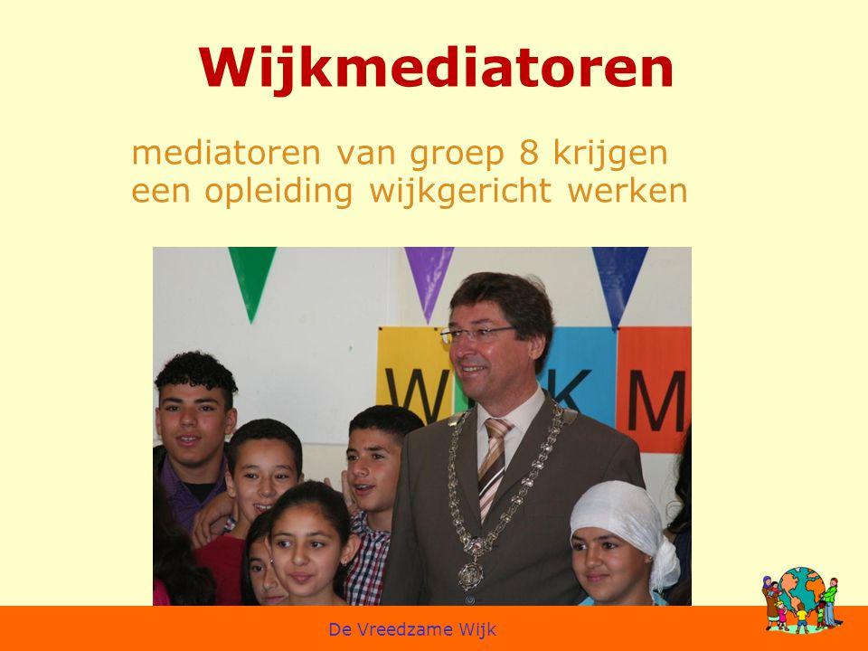 Wijkmediatoren mediatoren van groep 8 krijgen een opleiding wijkgericht werken De Vreedzame Wijk