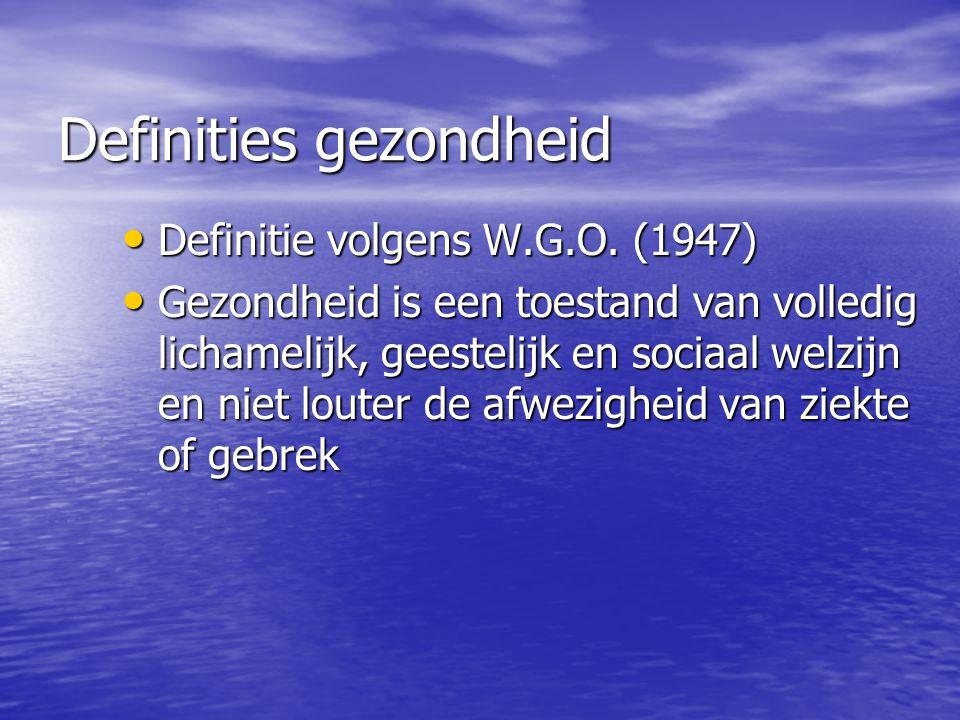 Definities gezondheid (2) De Jong (Van Den Brinck-Tjebbens) De Jong (Van Den Brinck-Tjebbens) Gezondheid is een toestand waarin de mens zodanig functioneert dat hij een socio-psycho- somatisch evenwicht ervaart en van daaruit zijn activiteiten kan ontplooien die tot behoeftenbevrediging leiden waarbij de mens in grote mate zelf verantwoorlijk gesteld wordt om gezond te blijven en/of zijn gezondheid te bevorderen Gezondheid is een toestand waarin de mens zodanig functioneert dat hij een socio-psycho- somatisch evenwicht ervaart en van daaruit zijn activiteiten kan ontplooien die tot behoeftenbevrediging leiden waarbij de mens in grote mate zelf verantwoorlijk gesteld wordt om gezond te blijven en/of zijn gezondheid te bevorderen