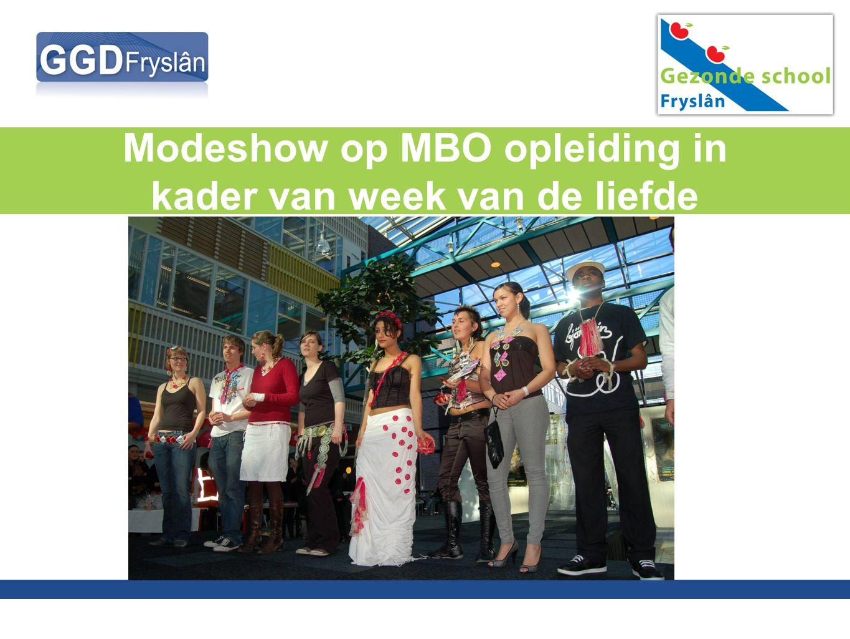 Modeshow op MBO opleiding in kader van week van de liefde