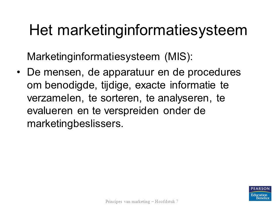 Marktonderzoek Primaire informatie verzamelen –kwantitatief onderzoek: kan vragen als 'hoeveel' beantwoorden het geeft een antwoord op de vraag naar de omvang van een verschijnsel is onderzoek op basis waarvan statistische analyse normaliter mogelijk is is vaak grootschalig onderzoek Principes van marketing – Hoofdstuk 7