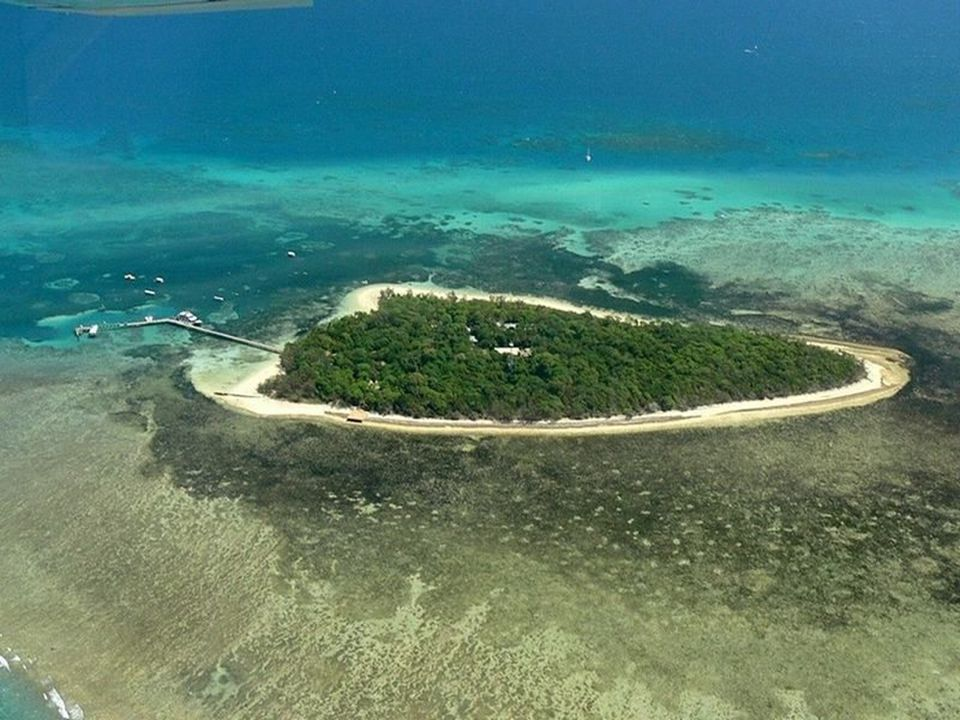 Het Groot Barrièrerif is het grootste koraalrif ter wereld. Het omvat 2.900 individuele riffen en 900 eilandjes over een lengte van 2.600 km, met een