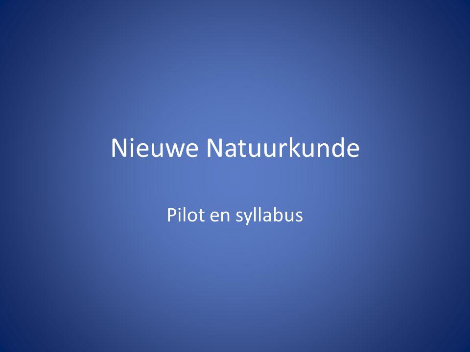 Syllabus en Pilot Nina Voorstellen: Arean Verbrugge Docent natuurkunde / ANW Stedelijk Gymnasium Nijmegen -Pilotschool (sinds 2007) -Alleen VWO -Zes examenklassen natuurkunde -Ongeveer 150 lln in klas 5/6