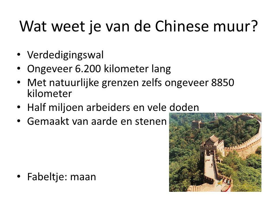 Wat weet je van de Chinese muur? Verdedigingswal Ongeveer 6.200 kilometer lang Met natuurlijke grenzen zelfs ongeveer 8850 kilometer Half miljoen arbe