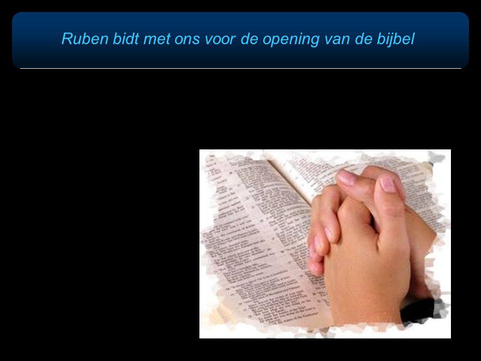 Ruben bidt met ons voor de opening van de bijbel