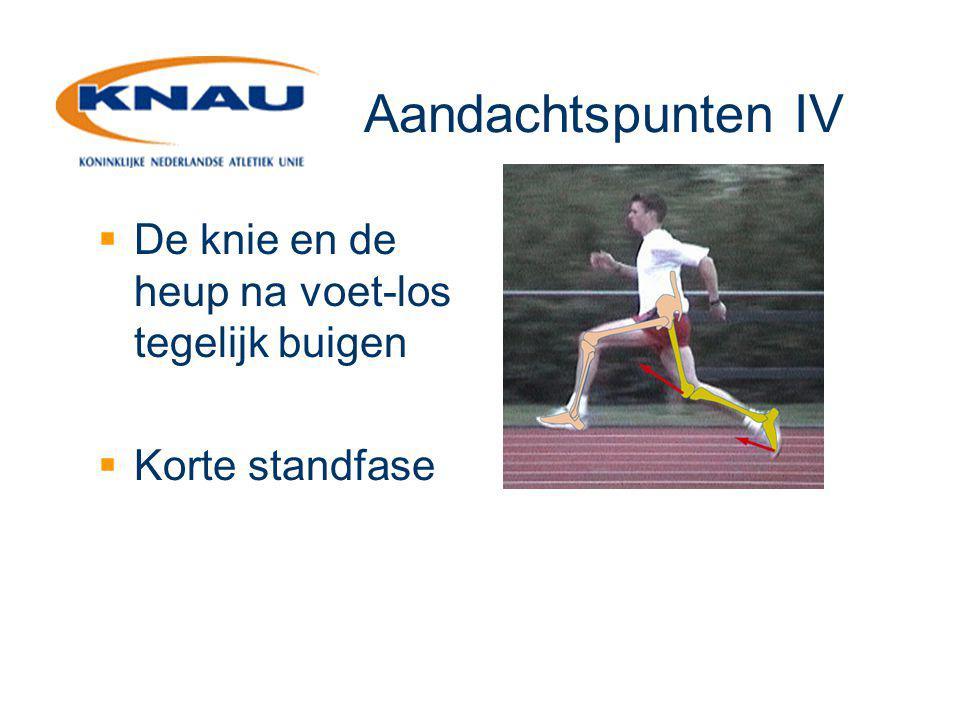 Aandachtspunten IV  De knie en de heup na voet-los tegelijk buigen  Korte standfase