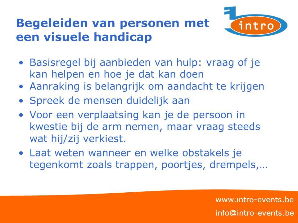 Begeleiden van personen met een visuele handicap Basisregel bij aanbieden van hulp: vraag of je kan helpen en hoe je dat kan doen Aanraking is belangr