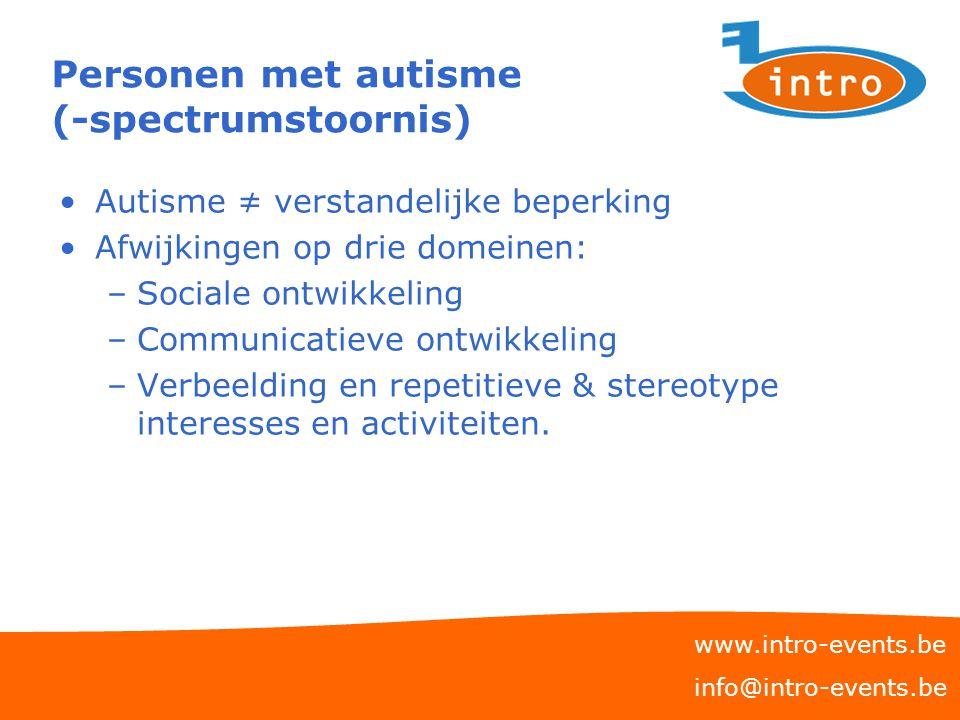 Personen met autisme (-spectrumstoornis) Autisme ≠ verstandelijke beperking Afwijkingen op drie domeinen: –Sociale ontwikkeling –Communicatieve ontwik