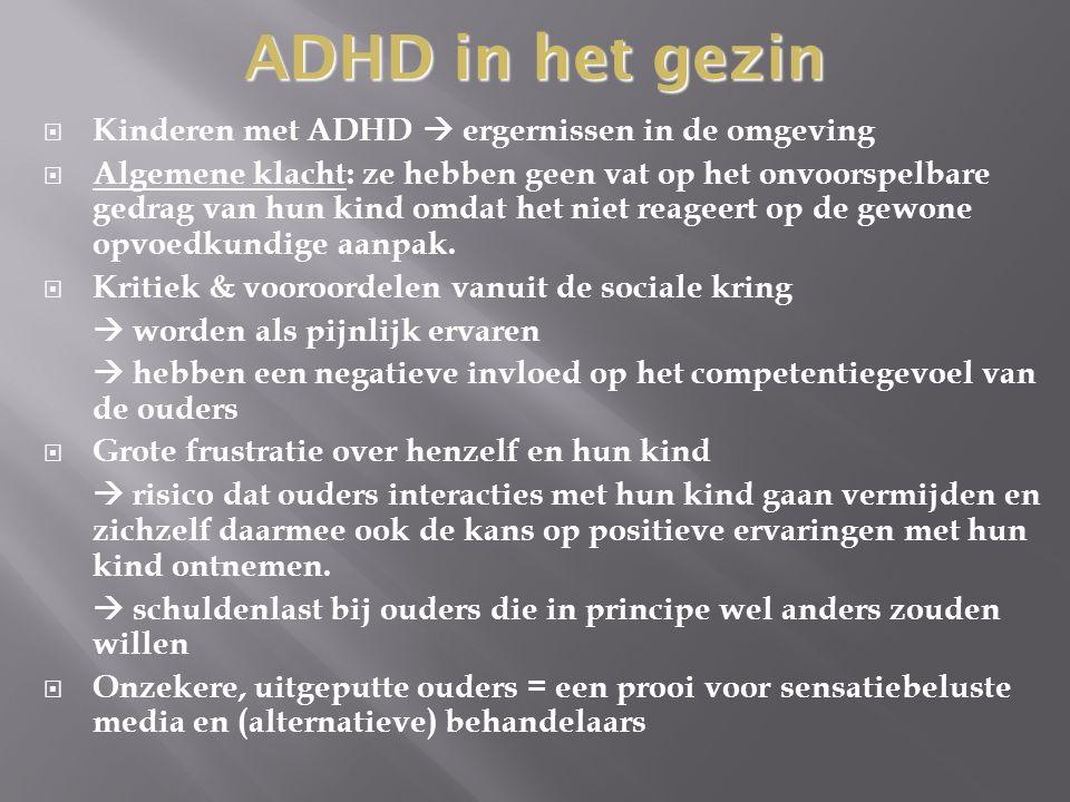  Uit onderzoek vd ADHD problematiek: - Gezinsleden reageren vaak stressvol - Gezinsleden hebben meer negatieve interacties met hun omgeving dan gezinsleden van kinderen zonder ADHD - Aandachtvragend gedrag  lokken negatieve aandacht uit van de ouders - Corrigerend gedrag van ouders met kinderen die ADHD hebben is groter dan dat van ouders waarvan de kinderen geen ADHD hebben - Corrigerend gedrag wordt ook groter wanneer naarmate de taak van het kind complexer wordt  Dit verschijnsel komt ook voor bij leerkrachten Interacties binnen het gezin