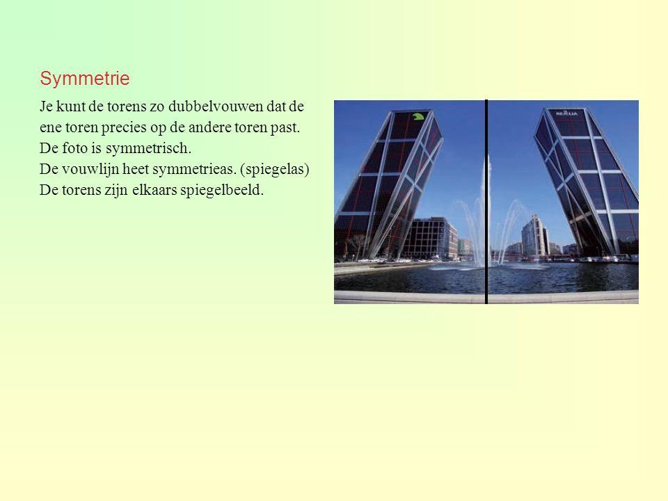Symmetrie Je kunt de torens zo dubbelvouwen dat de ene toren precies op de andere toren past. De foto is symmetrisch. De vouwlijn heet symmetrieas. (s