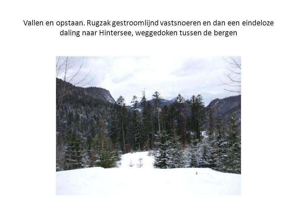 Vallen en opstaan. Rugzak gestroomlijnd vastsnoeren en dan een eindeloze daling naar Hintersee, weggedoken tussen de bergen