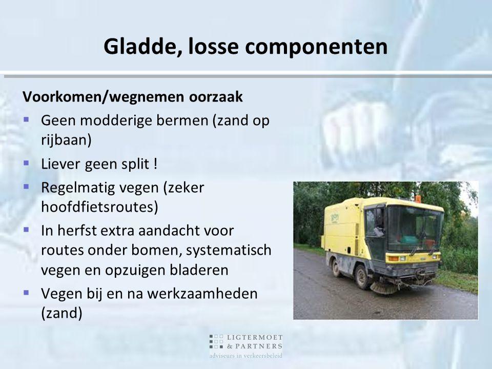 Gladde, losse componenten Voorkomen/wegnemen oorzaak  Geen modderige bermen (zand op rijbaan)  Liever geen split !  Regelmatig vegen (zeker hoofdfi