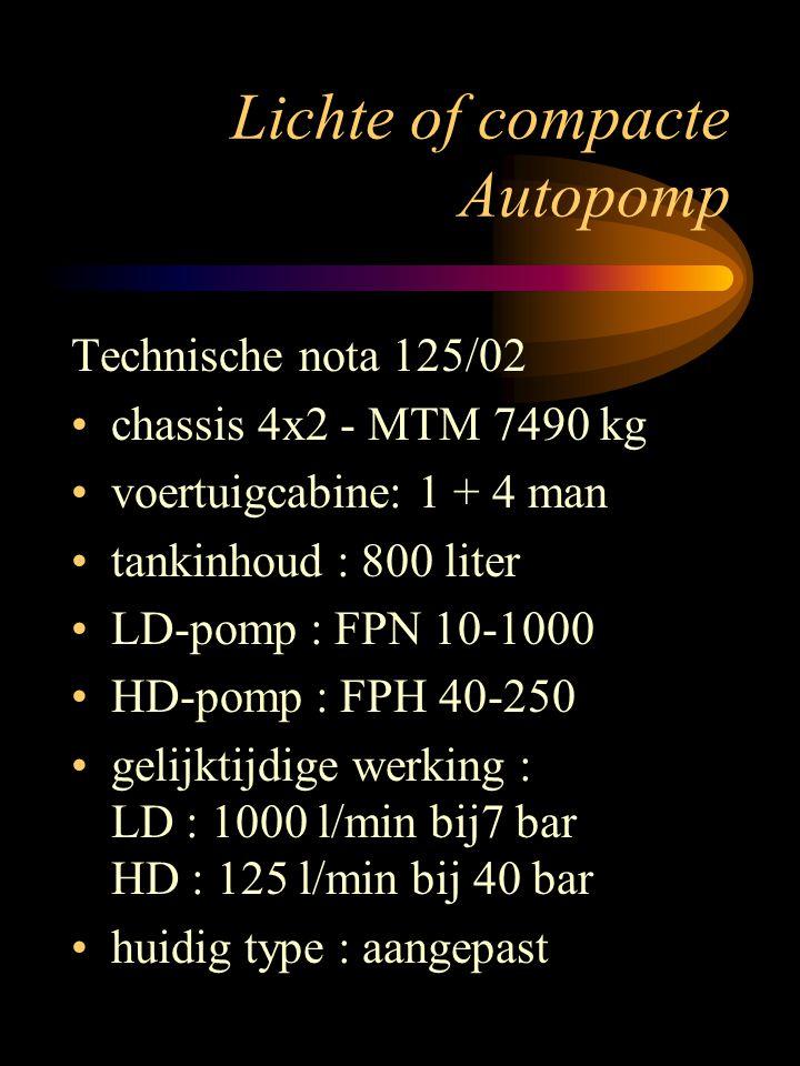 Lichte of compacte autopomp TOEPASSING Basisvoertuig voor voorpost motivatie KARAKTERISTIEKEN Chassis Mercedes Atego 923 4x2 MTG : 7490 kg - werkelijk : 7150 kg motorvermogen : 170 kW diverse achetrbrugverhoudingen cabineindeling : 2 + 3 tankinhoud : 800 liter pomp Ziegler FP16/8-1HH(2000/10- 250/40) aanzuigpomp : trokomat Robwen klasse A-schuiminstallatie op HD