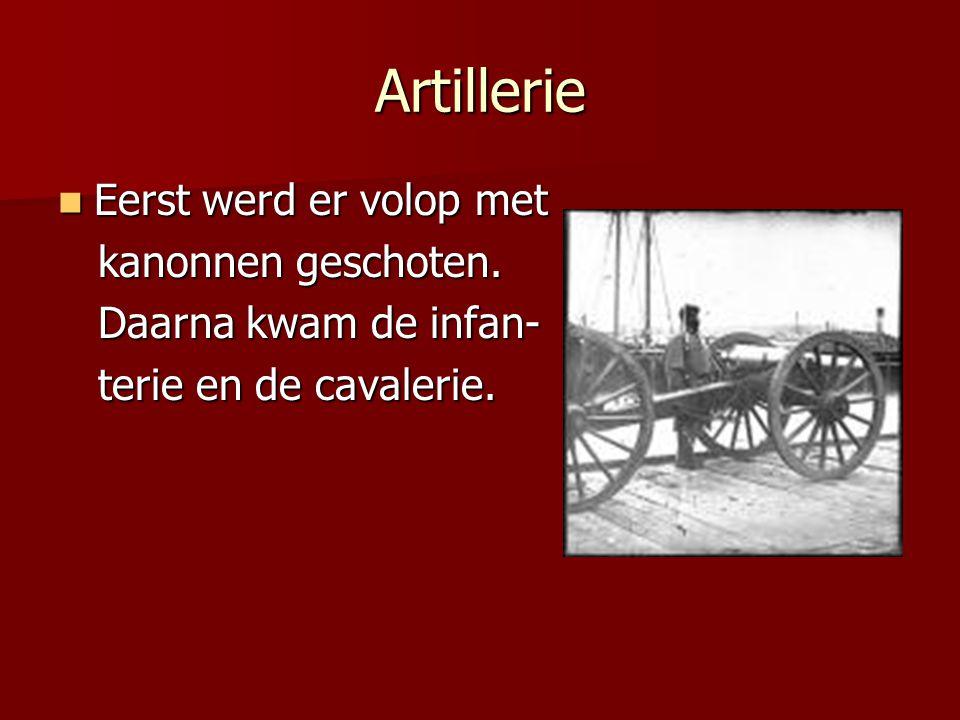 Artillerie Eerst werd er volop met Eerst werd er volop met kanonnen geschoten.