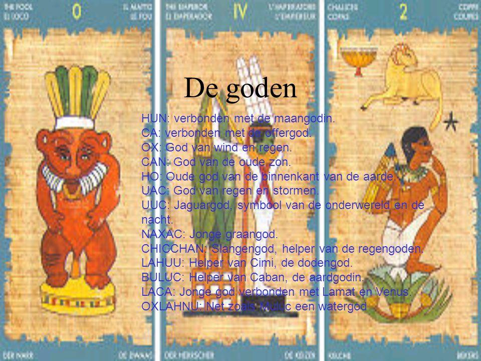 De goden.. HUN: verbonden met de maangodin. CA: verbonden met de offergod. OX: God van wind en regen. CAN: God van de oude zon. HO: Oude god van de bi