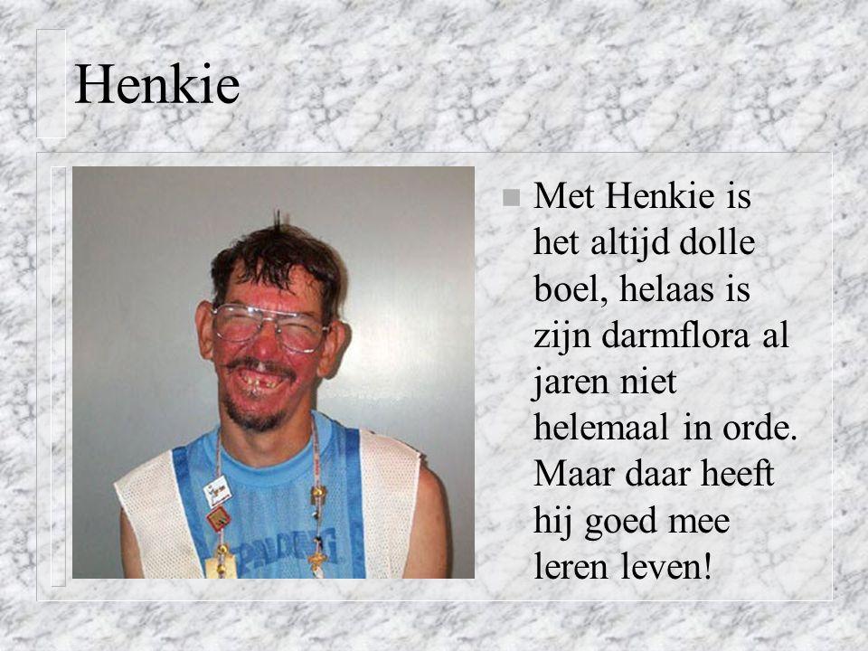 Henkie n Met Henkie is het altijd dolle boel, helaas is zijn darmflora al jaren niet helemaal in orde.