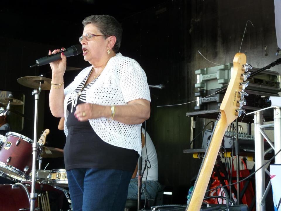 het Portugese levenslied Ze luistert naar de naam, Rita Niks de Lima, is vrijwilligster bij 'Vitaal Pendrecht' en zingen kan ze ook, het Portugese lev