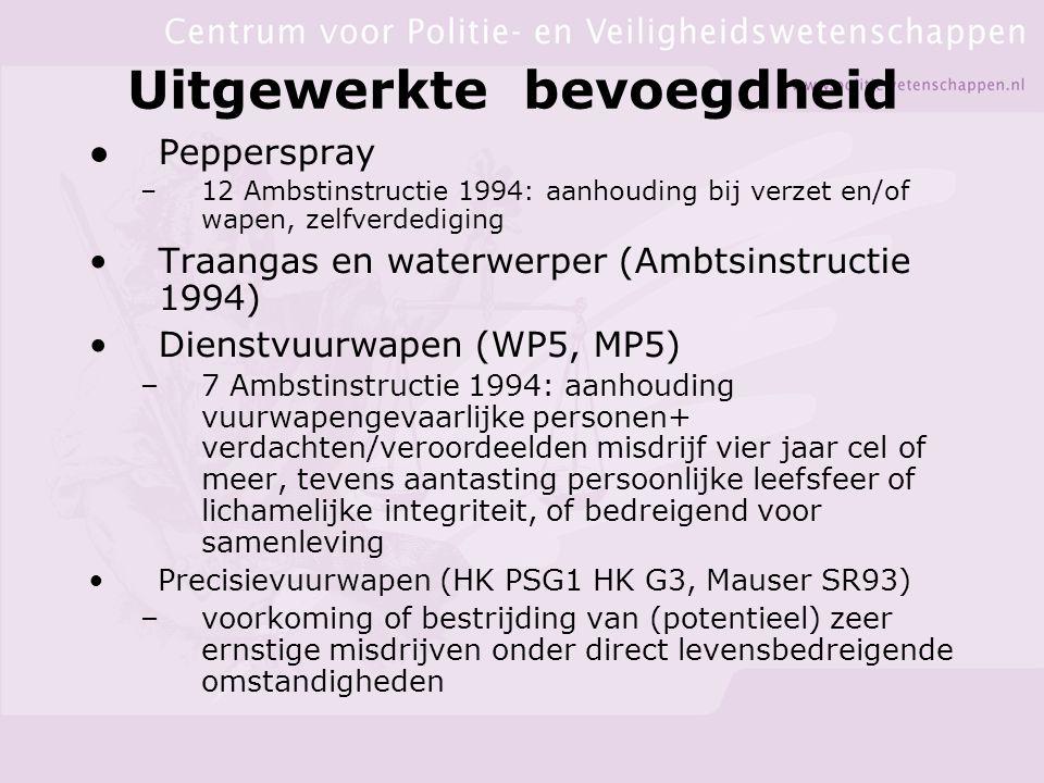 Uitgewerkte bevoegdheid ●Pepperspray –12 Ambstinstructie 1994: aanhouding bij verzet en/of wapen, zelfverdediging Traangas en waterwerper (Ambtsinstructie 1994) Dienstvuurwapen (WP5, MP5) –7 Ambstinstructie 1994: aanhouding vuurwapengevaarlijke personen+ verdachten/veroordeelden misdrijf vier jaar cel of meer, tevens aantasting persoonlijke leefsfeer of lichamelijke integriteit, of bedreigend voor samenleving Precisievuurwapen (HK PSG1 HK G3, Mauser SR93) –voorkoming of bestrijding van (potentieel) zeer ernstige misdrijven onder direct levensbedreigende omstandigheden