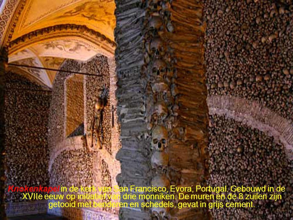 Kapel van S.Quirino, gebouwd in 355 in een rotswand in Luxemburg.