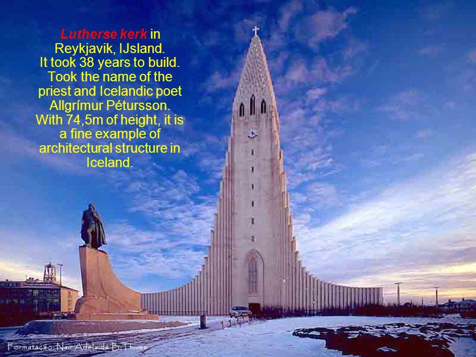 Lutherse kerk in Reykjavik, IJsland.It took 38 years to build.